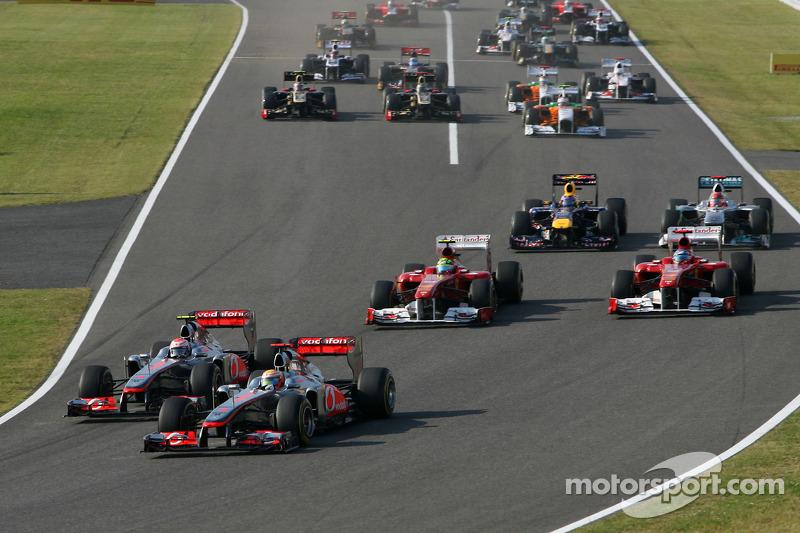 Start of the race, Jenson Button, McLaren Mercedes and Lewis Hamilton, McLaren Mercedes