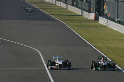 Серхіо Перес, Sauber F1 Team і Міхаель Шумахер, Mercedes GP