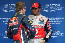 Sebastian Vettel, Red Bull Racing segundo puesto y el ganador de la pole Lewis Hamilton, McLaren Me