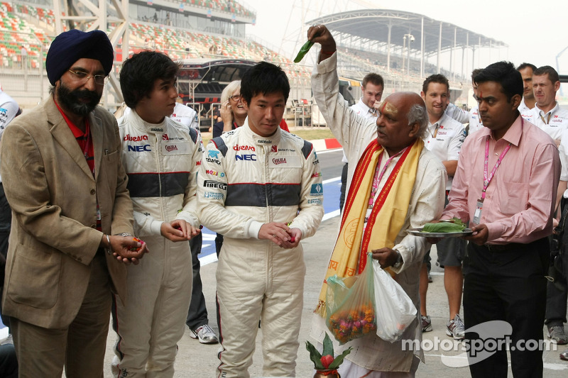 Sergio Pérez, Sauber F1 Team y Kamui Kobayashi, Sauber F1 Team, Sauber F1 Team Ceremonia de bendició