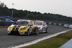 Tiago Monteiro, SEAT Leon 2.0 TDI, SUNRED and Kristian Poulsen, BMW 320 TC, Liqui Moly Team Engstler