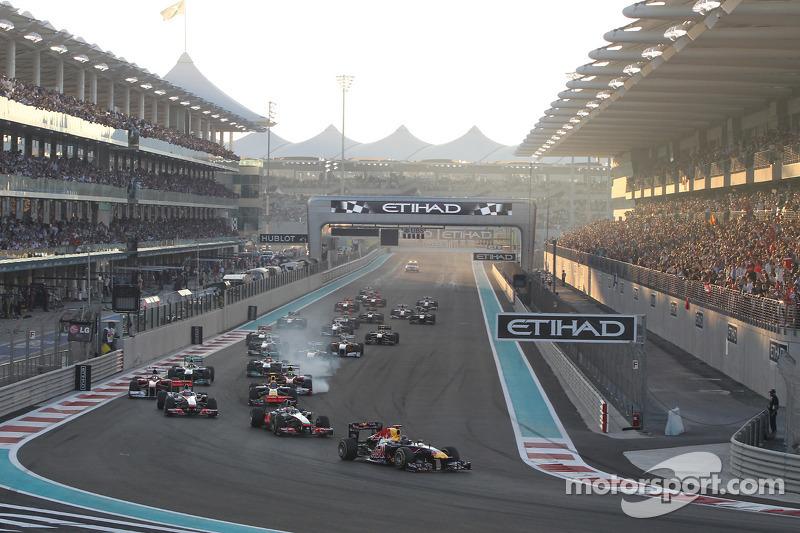 Start: Sebastian Vettel, Red Bull Racing leads field