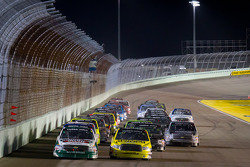 Kevin Harvick, Kevin Harvick Inc. Chevrolet and Denny Hamlin, Kyle Busch Motorsports Toyota lead the field