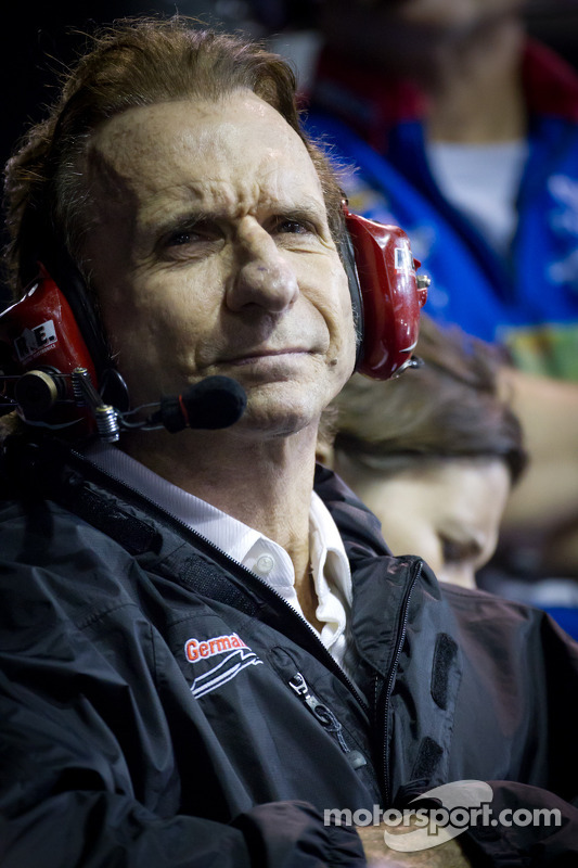 Emerson Fittipaldi watches son-in-law Max Papis during the race