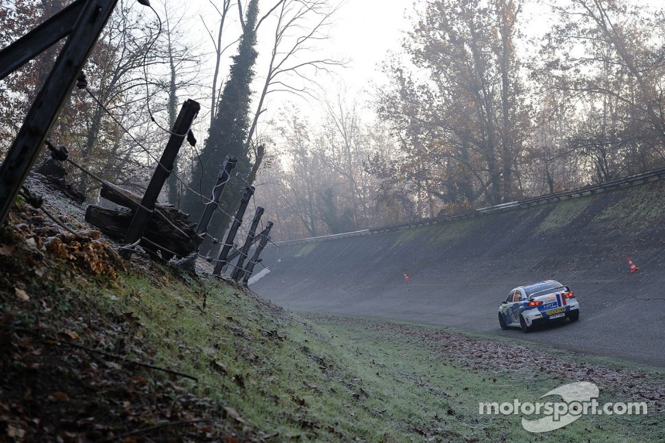 The banking of the old circuit