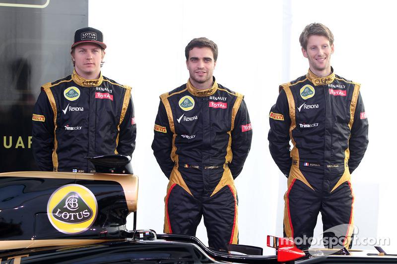 Kimi Raikkonen, Lotus Renault F1 Team met Jérôme d'Ambrosio, Lotus Renault F1 Team en Romain Grosjea