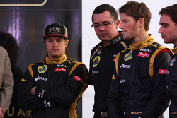 Kimi Raikkonen, Lotus Renault F1 Team with Eric Boullier, Team Principal, Lotus Renault F1 Team and Romain Grosjean, Lotus Renault F1 Team