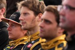 Kimi Raikkonen, Lotus Renault F1 Team met Romain Grosjean, Lotus Renault F1 Team