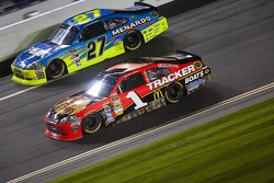 Jamie McMurray, Earnhardt Ganassi Racing Chevrolet, Paul Menard, Richard Childress Racing Chevrolet