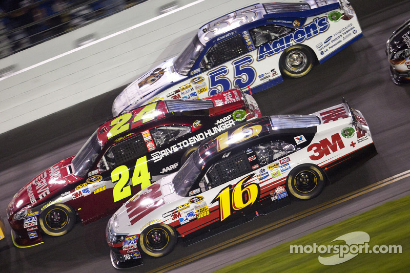 Greg Biffle, Roush Fenway Racing Ford, Jeff Gordon, Hendrick Motorsports Chevrolet, Mark Martin, Mic