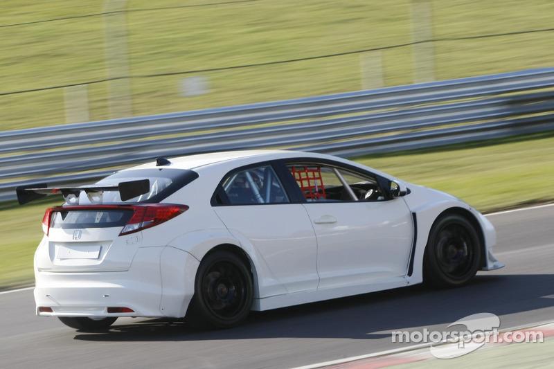 Honda Racing test de nieuwe Honda Civic