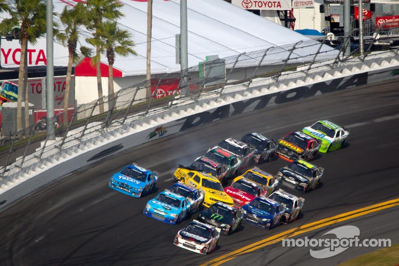 Sam Hornish Jr., Penske Racing Dodge overstuur