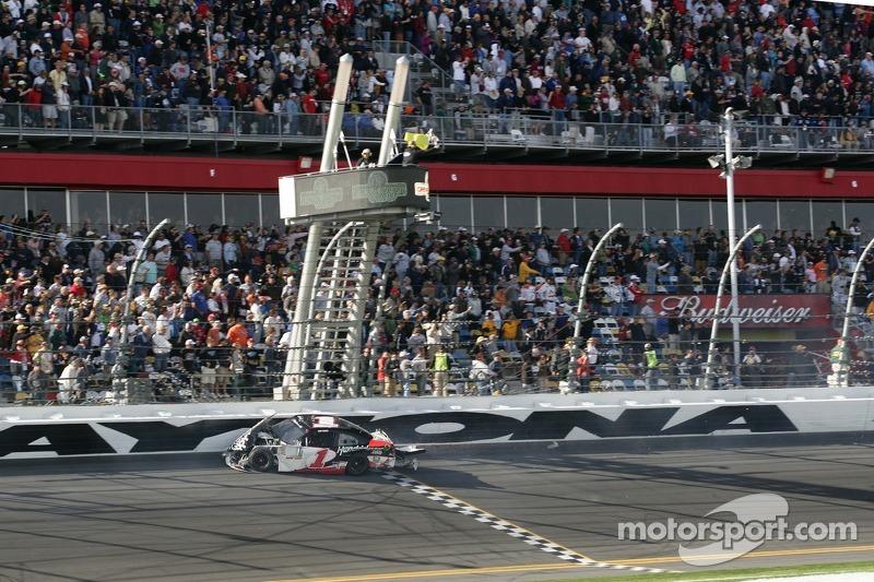 Kurt Busch, Phoenix Racing Chevrolet crash