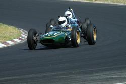 #121 Alex Morton - Lotus 21 (1961) and #58 Richard Smeeton - Wainer Ford FJ