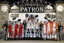 Подиум в GTD: №63 Scuderia Corsa Ferrari 488 GT3: Кристина Нильсен, Алессандро Бальцан, Маттео Крессони; №33 Riley Motorsports Mercedes AMG GT3: Йерун Блекемолен, Бен Китинг, Марио Фарнбахер; №75 SunEnergy1 Racing Mercedes AMG GT3: Борис Саид, Тристан Вотье, Кенни Хабуль