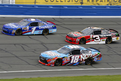 Кайл Буш, Joe Gibbs Racing Toyota, Ти Диллон, Richard Childress Racing Chevrolet и Эллиот Сэдлер, JR Motorsports Chevrolet