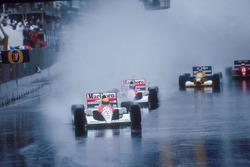 Айртон Сенна возглавляет пелотон, его преследует партнер по команде Герхард Бергер, McLaren MP4/6 Honda, Найджел Мэнселл, Williams FW14 Renault, за ними едут Нельсон Пике, Benetton B191 Ford и Жан Алези, Ferrari 643