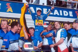 Dünya Şampiyonu Michael Schumacher, Benetton team, Tom Walkinshaw ve Flavio Briatore