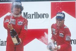 Podium : le vainqueur Alain Prost, McLaren, le second Stefan Johansson, McLaren