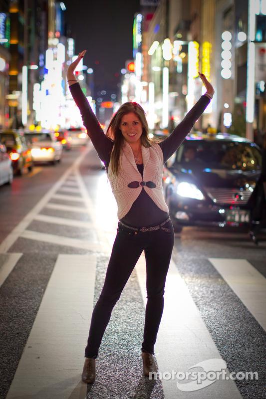 Cyndie Allemann bezoekt Ginza in Tokio
