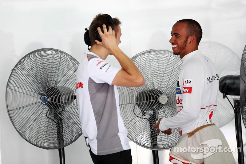 Lewis Hamilton, Mclaren Mercedes met trainer Antti Vierula