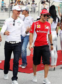 Michael Schumacher, Mercedes GP met Fernando Alonso, Ferrari op rijdersparade