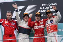 Podium: race winner Fernando Alonso, Scuderia Ferrari, second place Sergio Perez, Sauber F1 Team, third place Lewis Hamilton, McLaren Mercedes