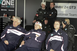 BMW Team Vita4one pitbox