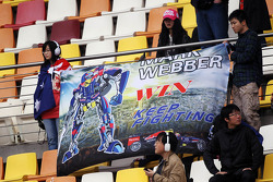 Fans van Mark Webber, Red Bull Racing  in de tribune met spandoek
