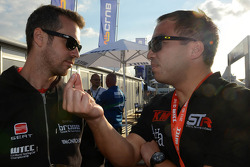 Tiago Monteiro, SEAT WTCC, Tuenti Racing Team and Darryl O'Young, SEAT Leon WTCC, Special Tuning Racing
