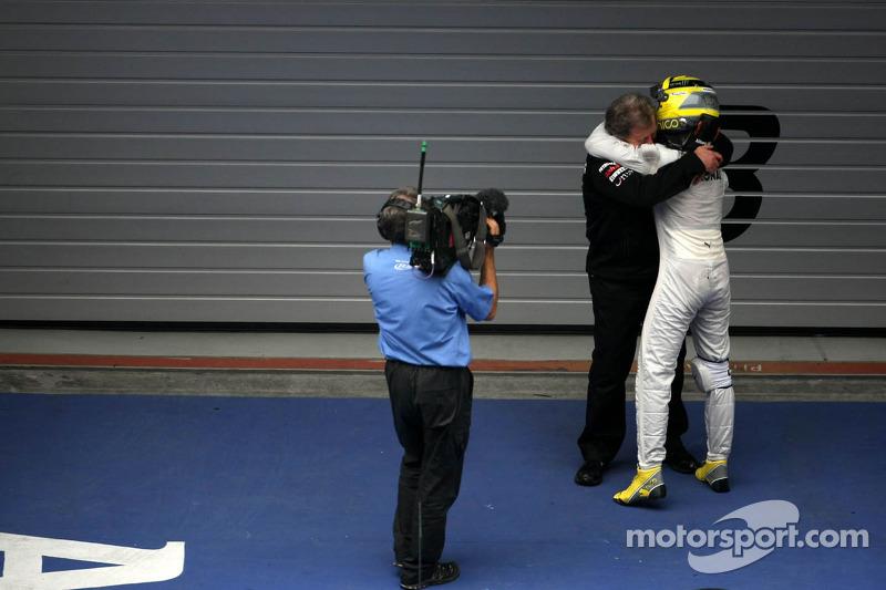 Nico Rosberg, Mercedes AMG F1 y Norbert Haug, Mercedes, Jefe de Motorsport