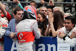 Second place Jenson Button, McLaren celebrates with girlfriend Jessica Michibata, and her sister Angelica Michibata