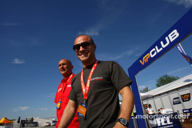 Gabriele Tarquini, SEAT Leon WTCC, Lukoil Racing Team en Pasquale di Sabatino, Chevrolet Cruze 1.6T,