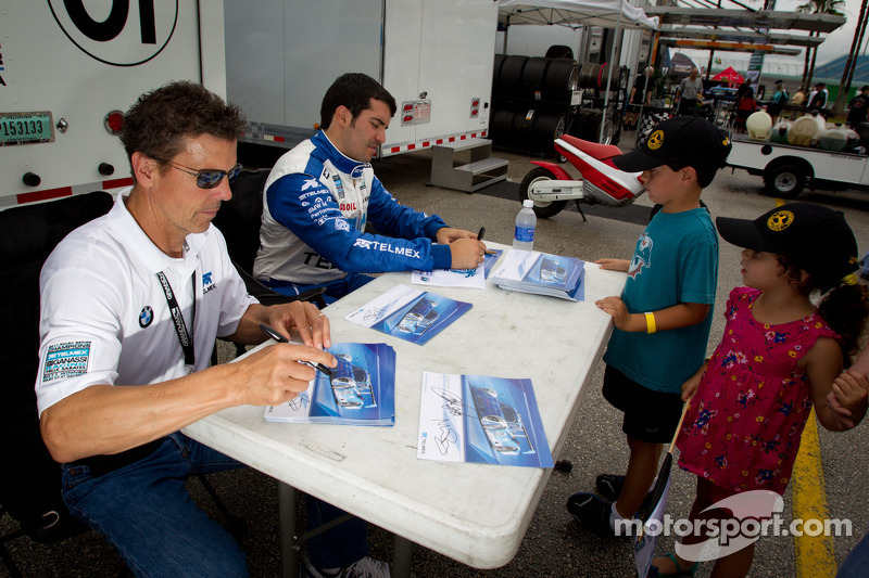 Autograph session: Scott Pruett and Memo Rojas