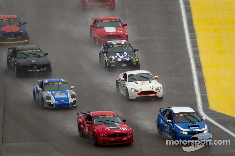 GS start: #35 Subaru Road Racing Team Subaru WRX-STI: Andrew Aquilante, Bret Spaude en #51 Roush Per