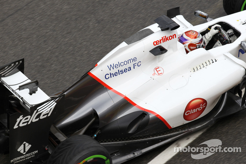 Kamui Kobayashi, Sauber F1 Team achtervleugel en uitlaat met Welcome Chelsea FC