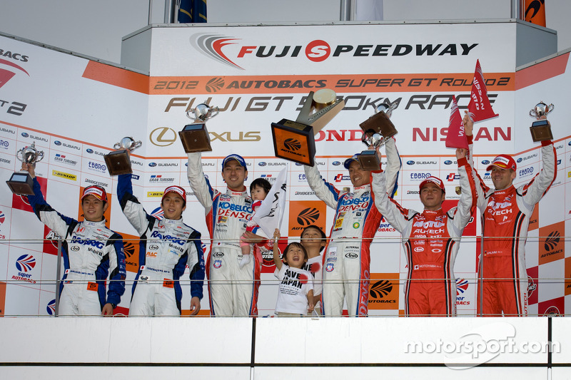 GT500 podium: winnaars Juichi Wakisaka en Hiroaki Ishiura, 2de Takuya Izawa en Naoki Yamamoto, 3de Satoshi Motoyama en Michael Krumm