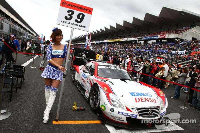 Race queen for #39 Lexus Team Sard Lexus SC430: Juichi Wakisaka, Hiroaki Ishiura