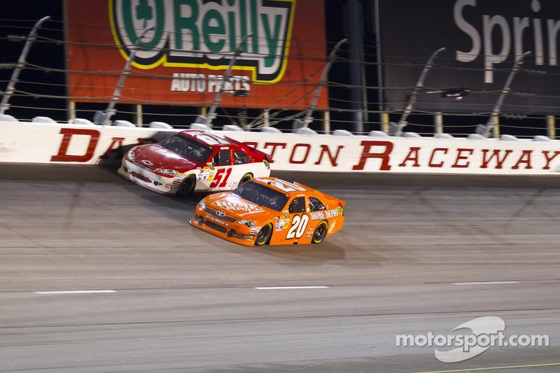 Joey Logano, Joe Gibbs Racing Toyota and Kurt Busch, Phoenix Racing Chevrolet