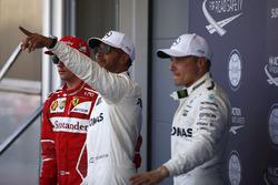 Los tres primeros de la calificación Lewis Hamilton, Mercedes AMG F1, Valtteri Bottas, Mercedes AMG F1, Kimi Raikkonen, Ferrari