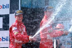 Подиум: победитель Михаэль Шумахер, Ferrari, второе место - Эдди Ирвайн, Ferrari, третье место - Мика Хаккинен, McLaren