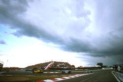 Ральф Шумахер, Jordan 197 Peugeot, Дэвид Култхард, McLaren MP4/12 Mercedes и Жан Алези, Benetton B197 Renault