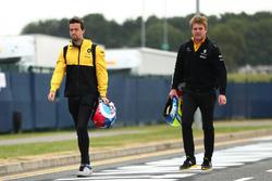 Гонщик Renault Sport F1 Team Джолион Палмер и Джек Кларк