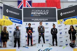 Саша Фенестраз (победитель), Даниэль Тиктум (второе место) и Е Ифэй (третье место) на подиуме после гонки