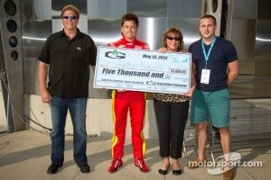 Fastest driver of the day Sebastian Saavedra, AFS Racing/Andretti Autosport Chevrolet receives a check
