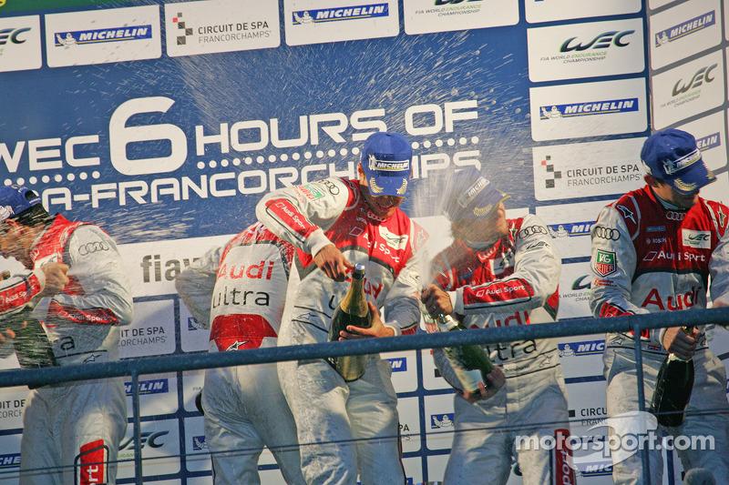 LMP1 Podium: winnaars, Romain Dumas, Loic Duval, Marc Gene; 2de, Allan McNish, Tom Kristensen, Rinaldo Capello; 3de, Oliver Jarvis, Marco Bonanomi