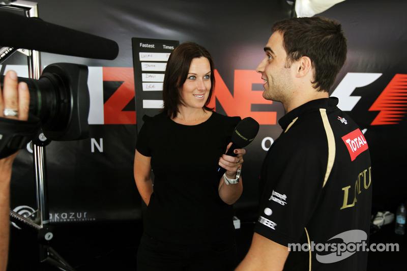 Lee McKenzie, BBC Televisie Presentator en Jérôme d'Ambrosio, Lotus F1 Team derde rijder in de Fanzone