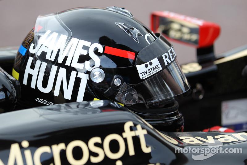 Kimi Raikkonen, Lotus F1 wearing a James Hunt themed helmet