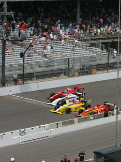 Green flag for the Firestone Freedom 100