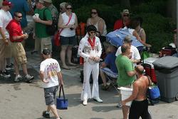 Elvis on the Pagoda Plaza
